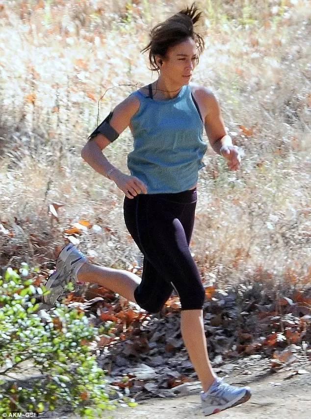 """""""30到48歲,她不僅從頭到腳沒變老,還練成價值3.5億的美臀"""""""