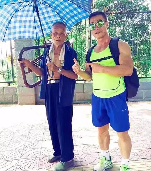 """""""兩位67歲老人告訴你健身和不健身的區別,人生選擇就看現在!"""""""