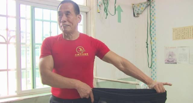"""""""中國大爺64歲開始擼鐵,67歲練出渾身肌肉,這才叫人生!"""""""