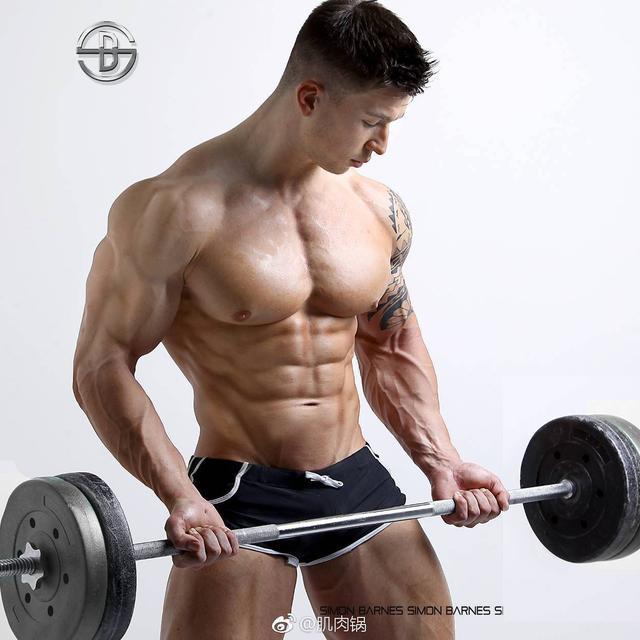 """""""三角肌分化訓練:7個小啞鈴動作讓肩部更有型性感飽滿"""""""