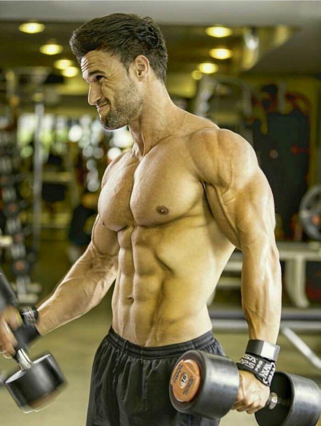 """""""肩部+手臂增肌訓練:8個動作一個訓練日完成讓健身事半功倍"""""""