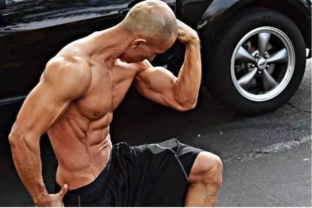 """""""他是體脂8%的肌肉男!比起歐美健身大神絲毫不遜色!"""""""