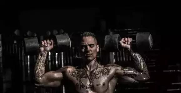 """""""3分鐘征服世界,肌肉做襯、紋身做衫!"""""""
