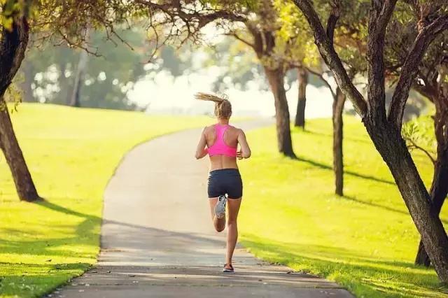 """""""跑步是種毒藥,幾年後你身材甩別人幾條街!"""""""
