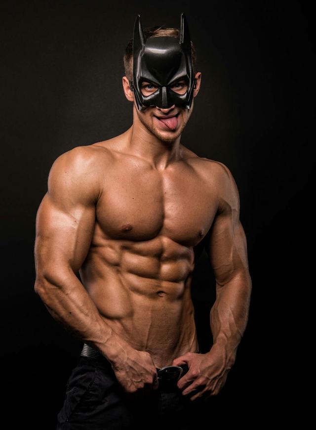 """""""要想胸肌有型還需加強胸肌中鋒的訓練:一組動作讓胸肌聳立雄闊"""""""