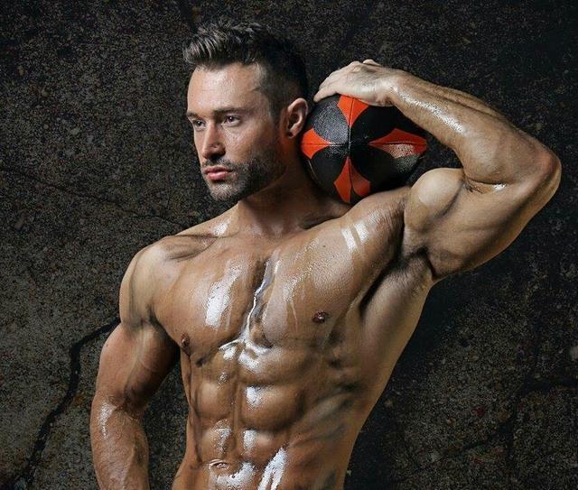 """""""肱二頭肌深層力量強化訓練:4個動作助你突破訓練瓶頸期"""""""