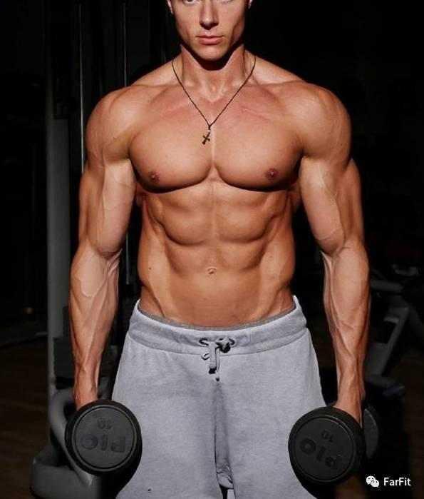 """""""""""漏斗胸""""到底有多難看?健身訓練中如何改善其外形?"""""""