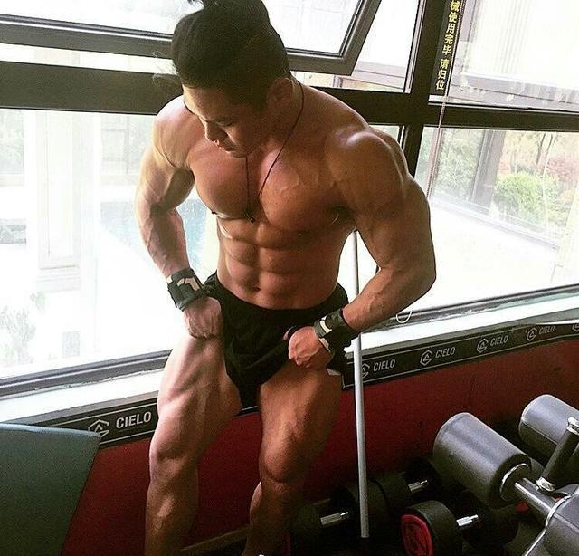 """""""史密斯肌負重臀腿力量訓練:5個動作增強臀腿力量提升全身運動力"""""""