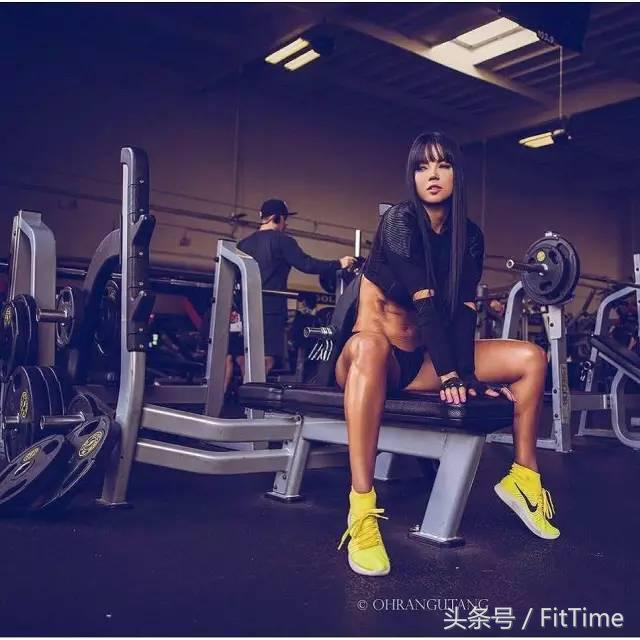 """""""有著Taylor般面孔的她,是個真正的天然健身芭比"""""""