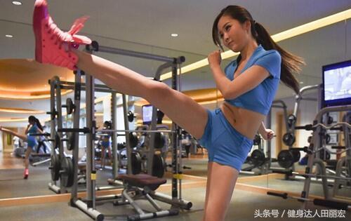 """""""在健身房訓練的你,遇到這樣的美女健身教練,你會燎嗎"""""""