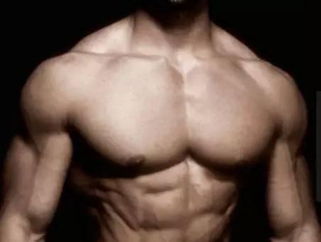 """""""四個動作,練出你的胸肌輪廓"""""""