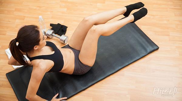 別怕沒時間! 4個動作4分鐘腹肌雕刻!五一也能健身