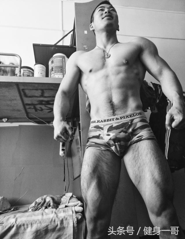 """""""荷爾蒙爆棚的足球小將,滿身肌肉,棱角分明小腹肌最迷人"""""""