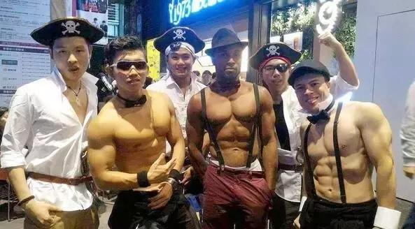 黑人小哥講中文教徒手健身!有種莫名的親切感!