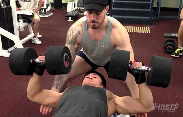 不會胸肌發力?這6招包你練完胸肌痛3天!