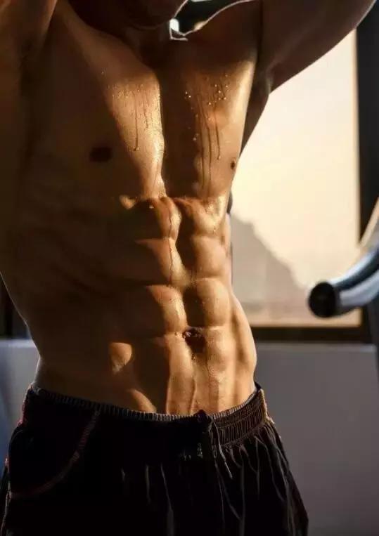 一套虐腹動作,練出讓女人傾倒的肌肉!