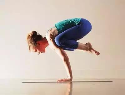 瑜伽能減脂塑型,讓筋骨柔軟!適合長期久坐電腦前的人!