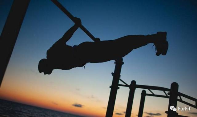 效果絕佳的多種單槓訓練方法,塑造倒三角身材!