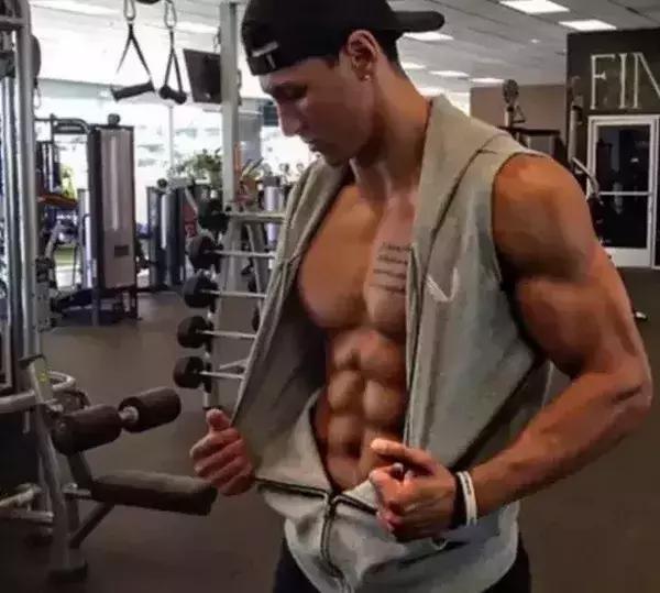 沒時間去健身房,如何在家徒手練出大胸人魚線