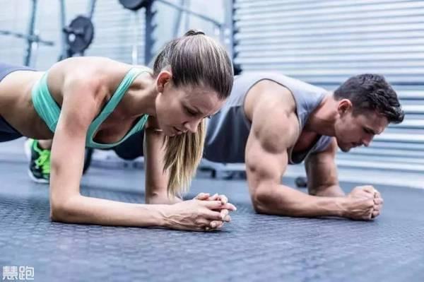 變式平板支撐,提高你的核心肌群,專滅大肚腩!