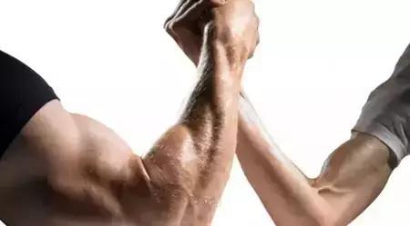 几个雕塑麒麟臂的动作,够粗、够硬、够坚挺!