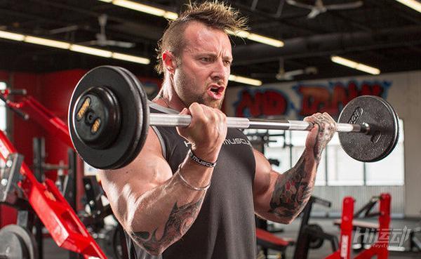 健身私教支招,3個技巧提高肱二頭肌鍛煉效率