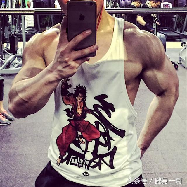 """""""健身是一把手術刀,不斷雕刻自己,就會出胸肌腹肌人魚線"""""""