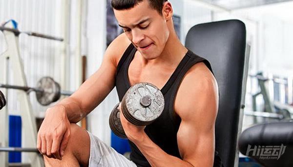 別犯這4個錯誤!手臂想粗要這樣練肱二頭肌