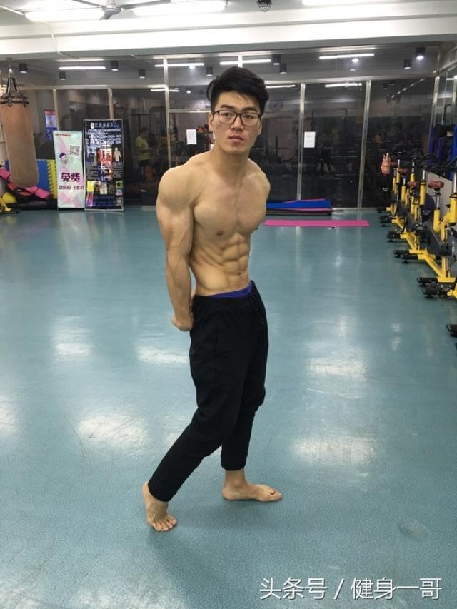 """""""健身多年,終於練出腹肌,希望今年迎來人生的第一場比賽"""""""