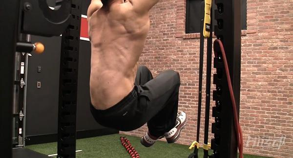 你沒看錯:新手腿姿不對,引體向上等於白練!