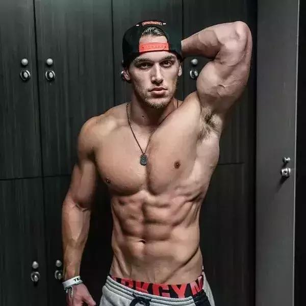 不去健身房,如何在家練出大胸人魚線?