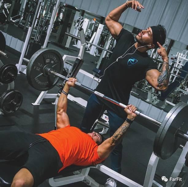 """""""夏天來臨!讓肌肉線條展現,健身族一周三練鍛煉計劃"""""""