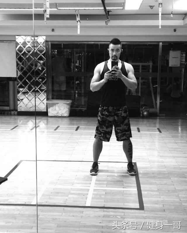 """""""鬍子大叔看健身,練就霸氣胸肌,身邊好友也都是滿身肌肉"""""""