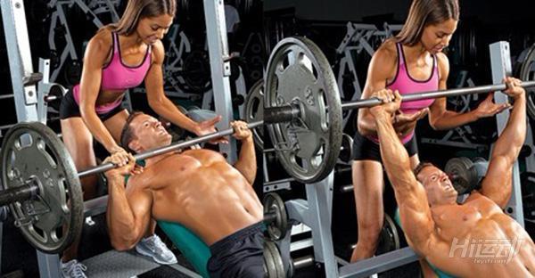 """4步教你練出完美胸肌!方法不對容易""""練歪""""胸肌"""