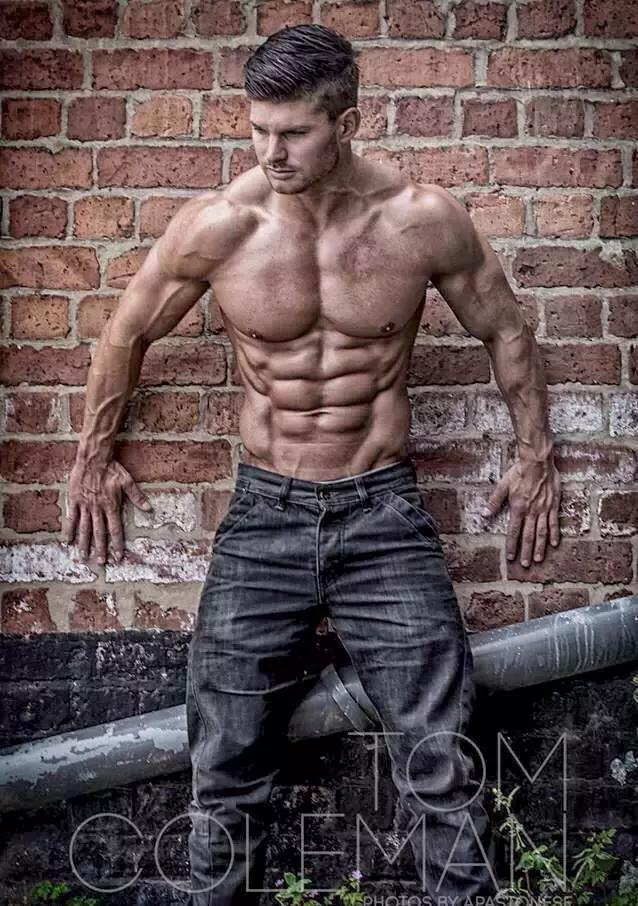 男人,用鋼鐵的意志為自己雕刻一個文明而狂野的身體