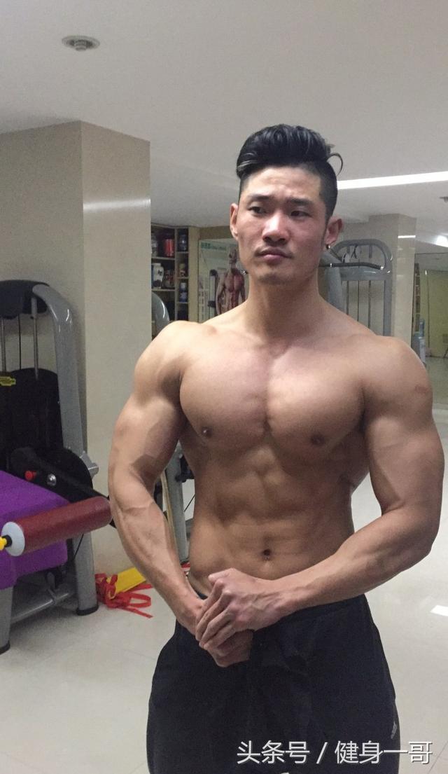 """""""健身圈肌肉大神,靠霸氣胸肌腹肌人魚線拿了多個健體冠軍"""""""