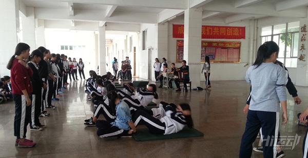 仰臥起坐不能做了!腹肌訓練就用這4個動作!