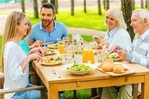 飯局的誘惑?假日的你需要任性吃不長肉的特殊技巧!