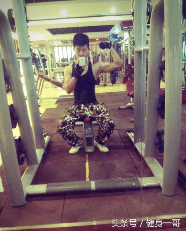 """""""系統訓練一年,練就健壯大胸肌,肩和腿上的肌肉也不錯喲"""""""