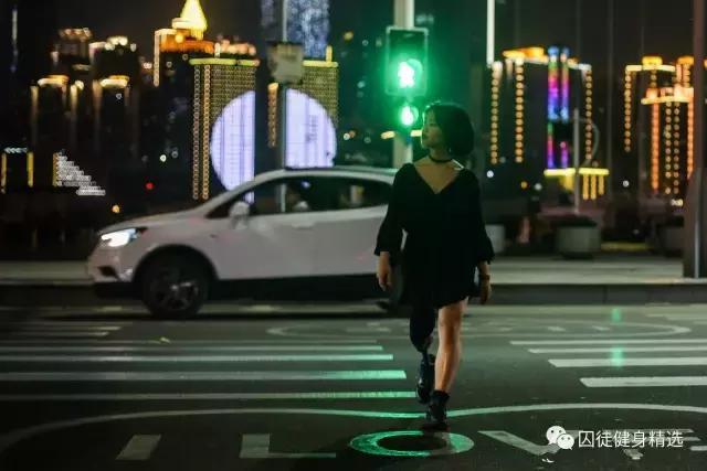 這個穿短裙的姑娘,能讓全世界尖叫!
