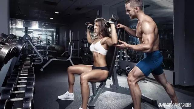 初學者練背,開闊背型! 5個健身房練背動作