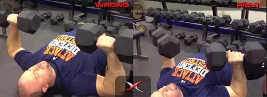 胸部鍛煉如何不傷肩,採用槓鈴臥推或是啞鈴臥推?