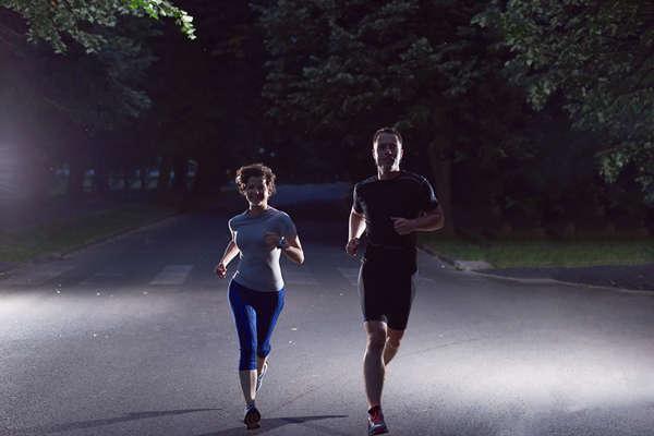 夜跑完全指南,你需要get這些技能!