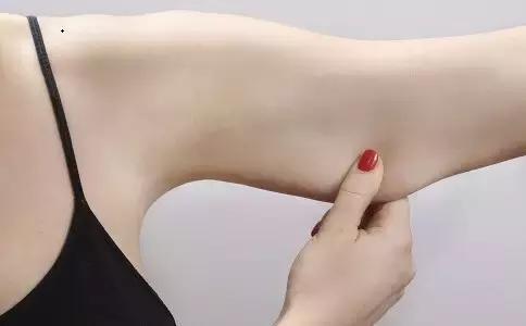 """""""蝴蝶袖影響手臂美麗的形狀,如何減掉它?"""""""