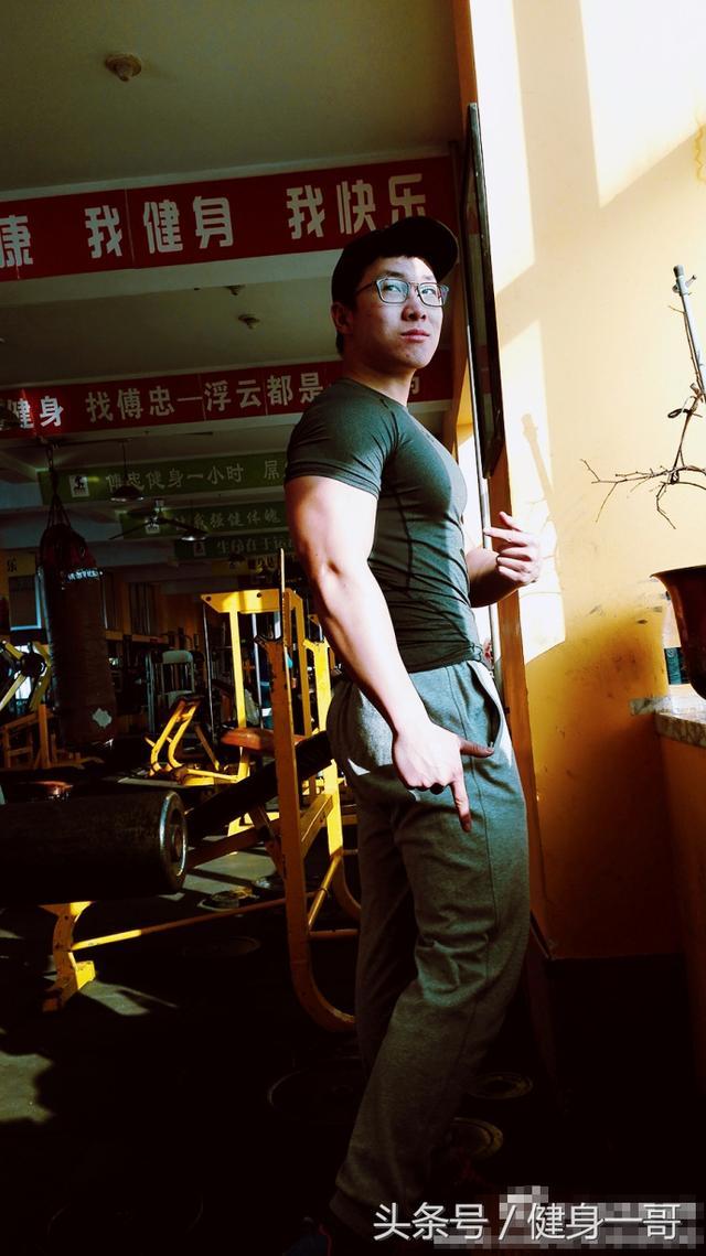 """""""95後愛健身,目標是健體冠軍,看宿舍就知道是工科型男"""""""