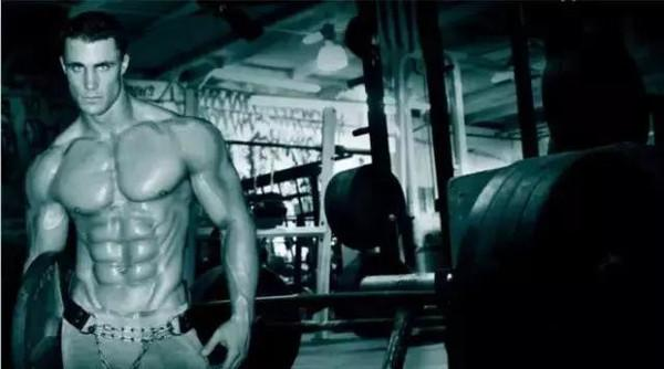練出方形胸肌,凸顯你的體型輪廓!
