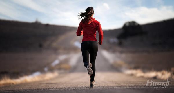 跑步之後擔心腿變粗? 7個拉伸動作為腿塑形