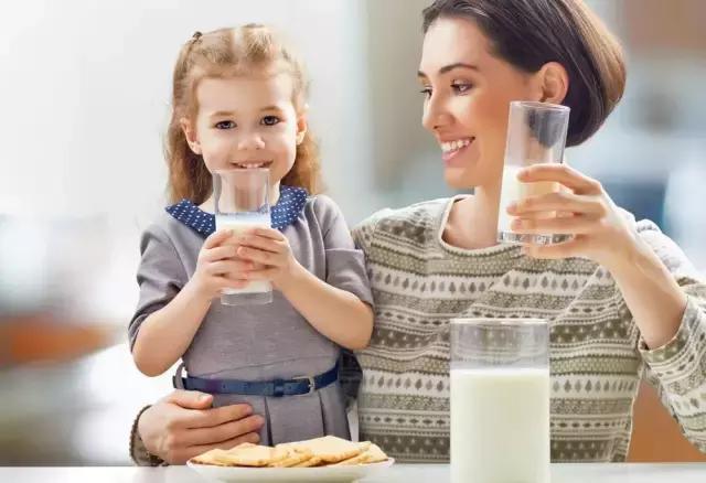 震驚!脫脂牛奶越喝越容易導致發胖? !