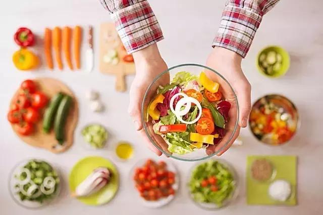 減肥問答:自己連喝水都會胖,不喝水好嗎?