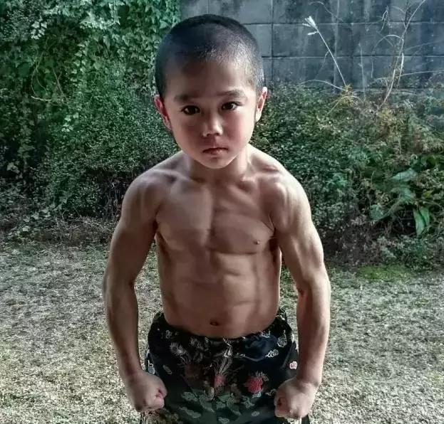 看完這5個肌肉男孩,我的三觀被刷新了!